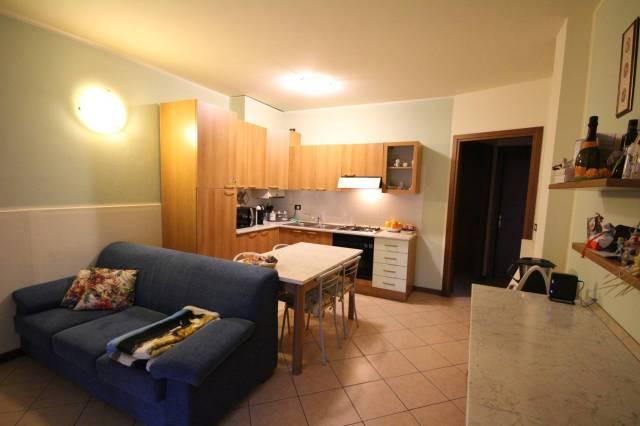 Appartamento in buone condizioni arredato in affitto Rif. 4241167