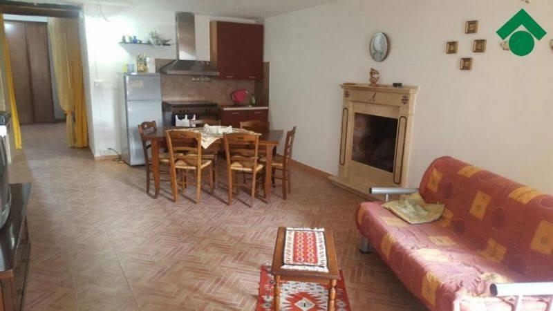 Appartamento in buone condizioni arredato in vendita Rif. 9157716
