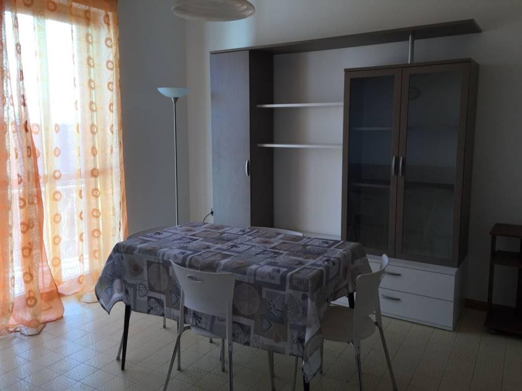 Appartamento in buone condizioni arredato in affitto Rif. 4968680