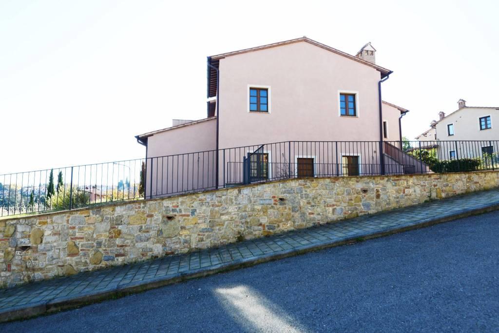 casa con giardino in vendita a cetona toscana