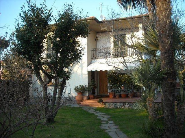 Villa in affitto a Forte dei Marmi, 7 locali, Trattative riservate | CambioCasa.it