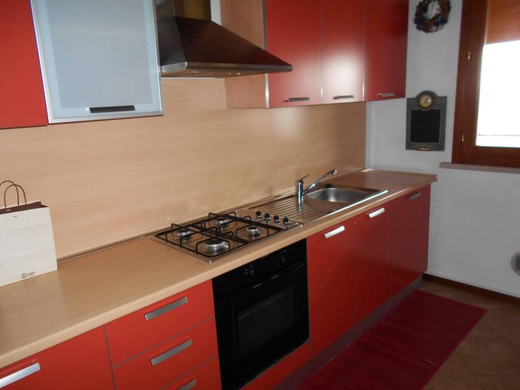 Appartamento in buone condizioni in vendita Rif. 8900405