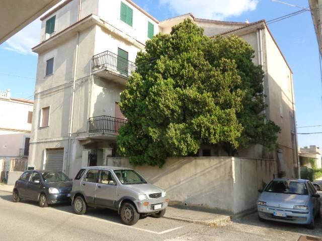 Appartamento in buone condizioni in vendita Rif. 4221298