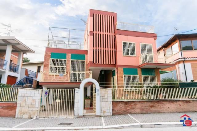 Villa in buone condizioni parzialmente arredato in vendita Rif. 4418406