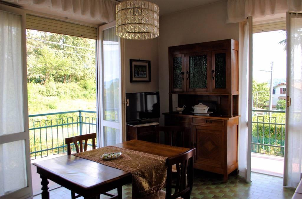 Appartamento trilocale in vendita a Nebbiuno