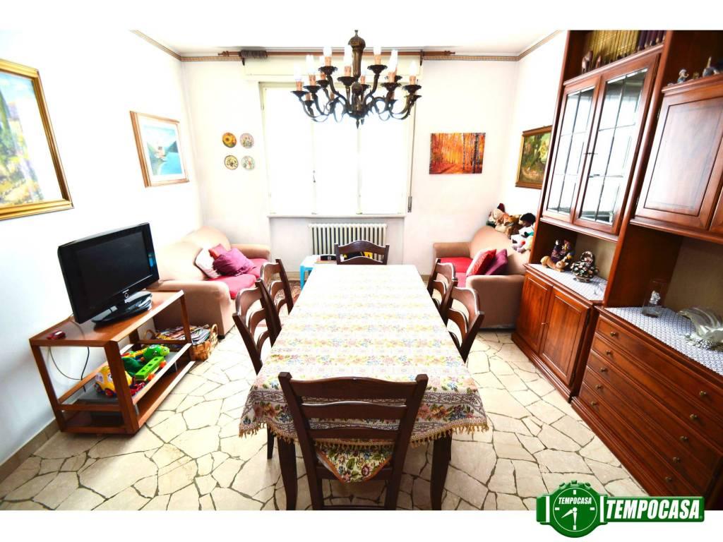 Appartamento in buone condizioni parzialmente arredato in vendita Rif. 7373399