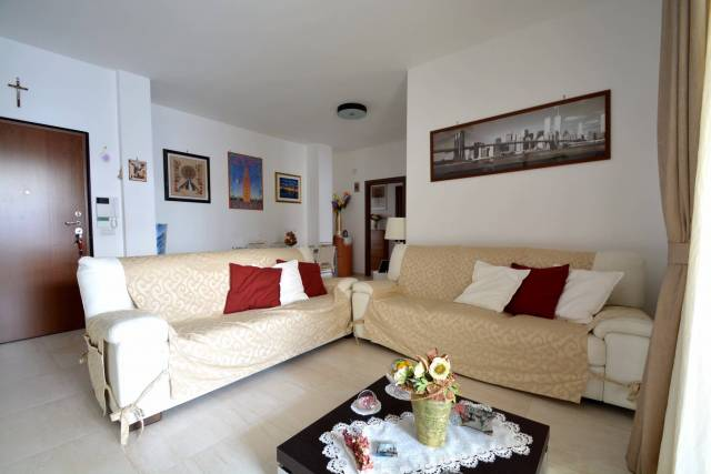 Appartamento in ottime condizioni in vendita Rif. 4570145