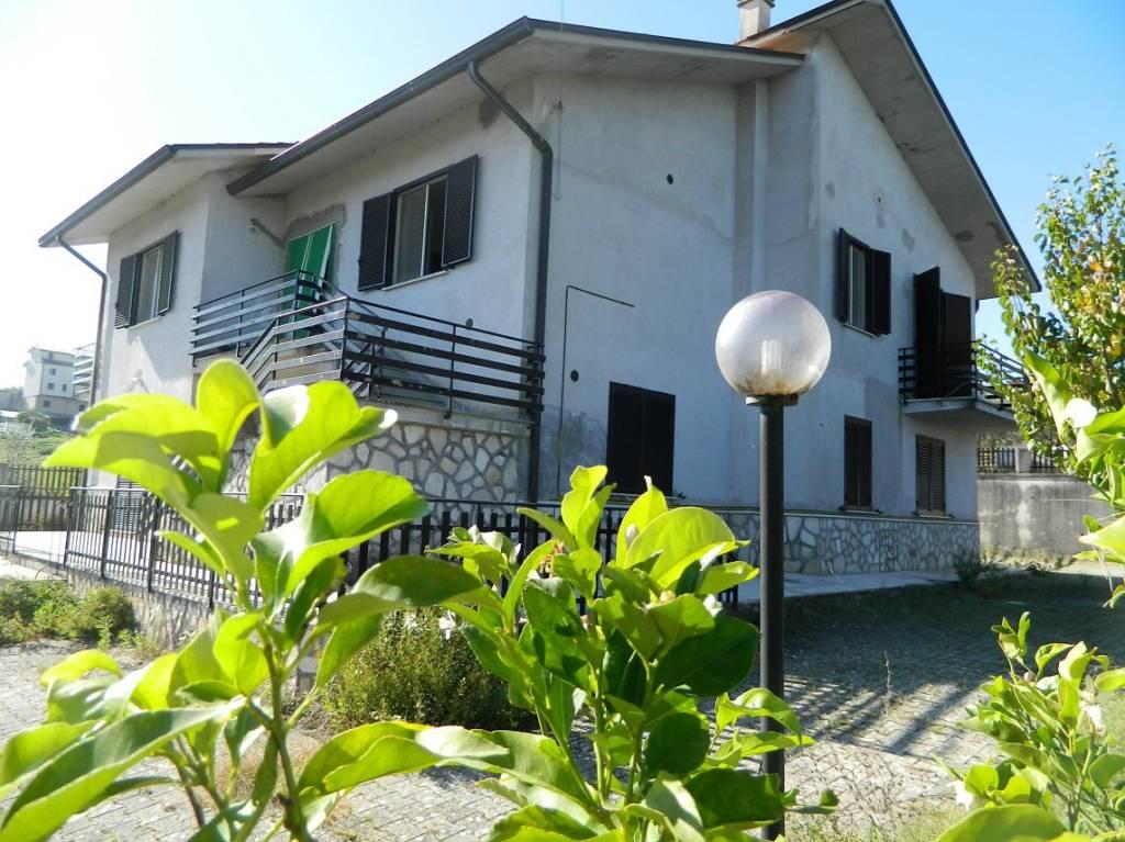 Appartamento in ottime condizioni in vendita Rif. 4272031