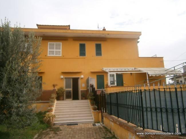 Appartamento in buone condizioni in vendita Rif. 8549633