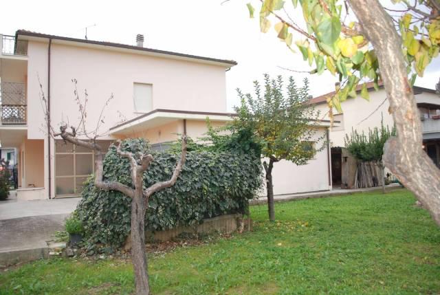 Casa indipendente 6 locali in vendita a Morro d'Oro (TE)