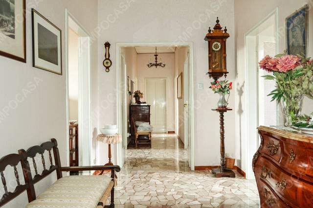 Appartamento in vendita 6 vani 145 mq.  via Alfonso Corradi Bologna