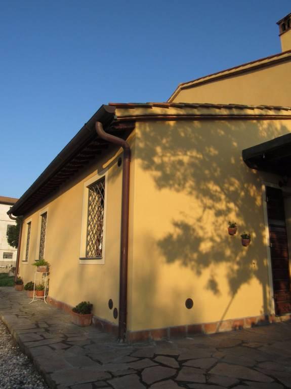 Rustico in Vendita a San Giuliano Terme: 5 locali, 300 mq