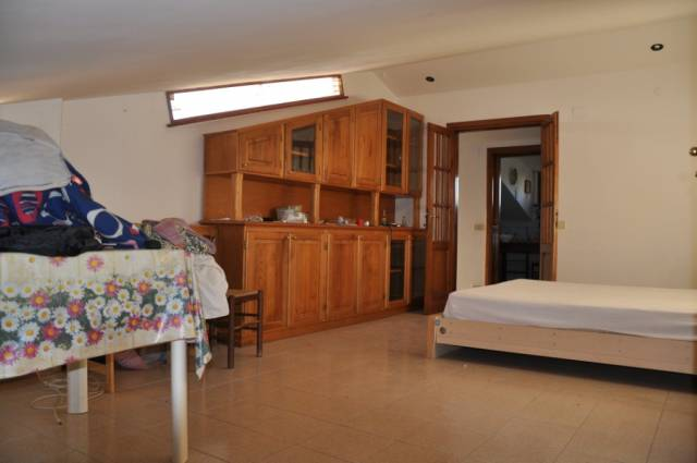 Appartamento in buone condizioni arredato in affitto Rif. 4235829
