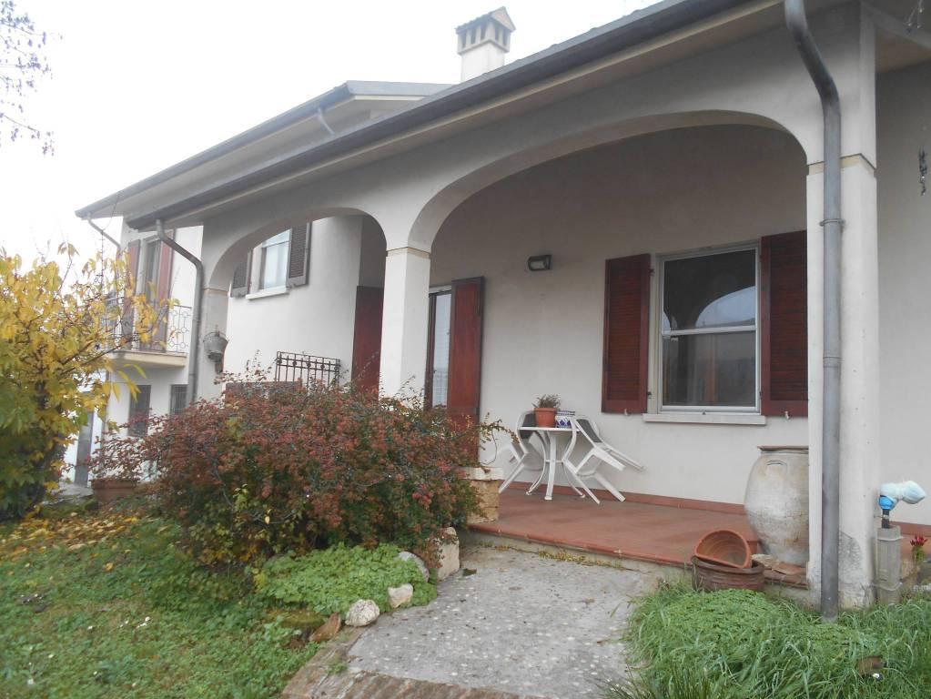 Villa in buone condizioni in vendita Rif. 8900407
