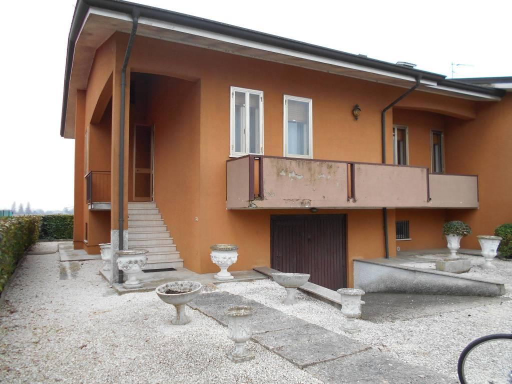 Villa in buone condizioni in vendita Rif. 8900409