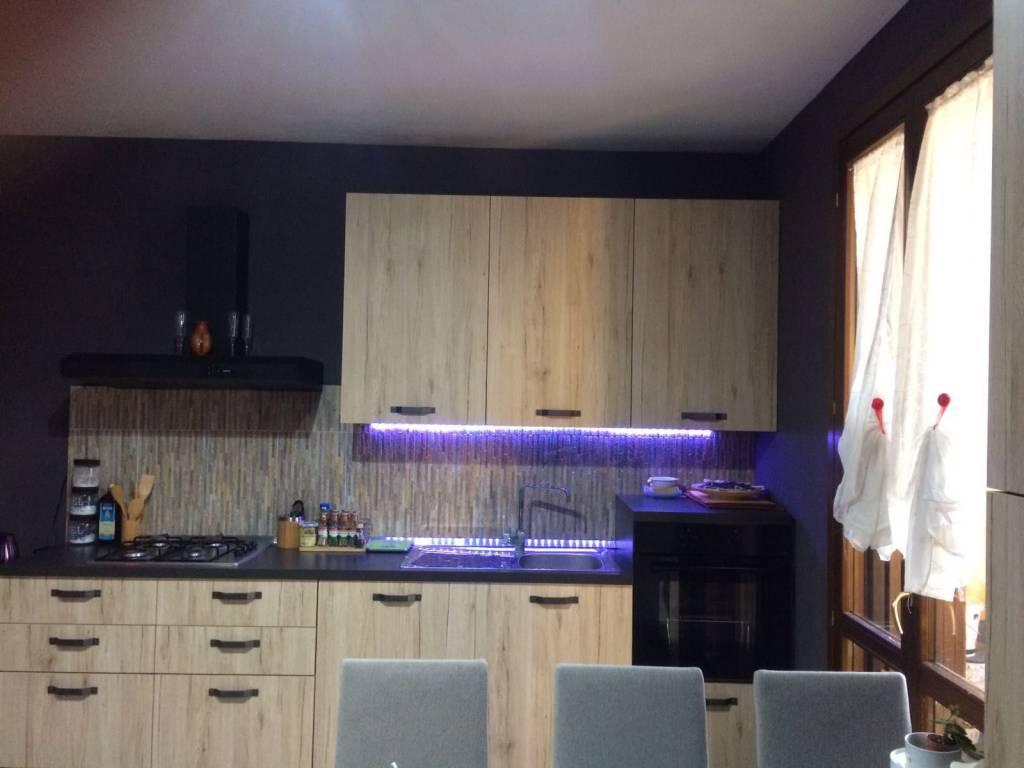 Appartamento in buone condizioni in vendita Rif. 8900414