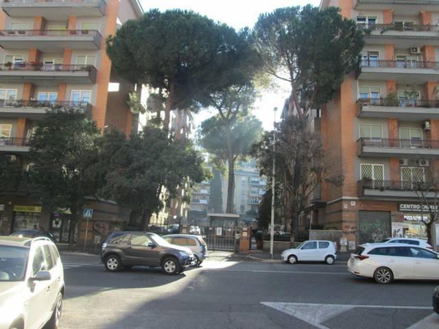 Appartamento in vendita 3 vani 120 mq.  via Angelo Emo Roma