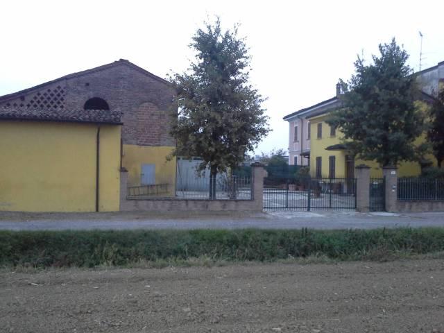 Rustico in Vendita a Carpaneto Piacentino: 4 locali, 218 mq