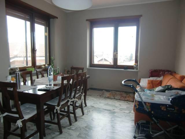 Appartamento in buone condizioni in affitto Rif. 5016521
