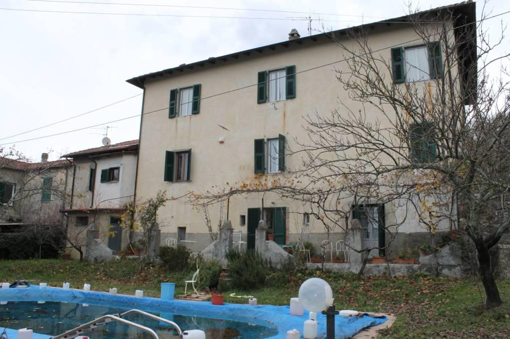Rustico / Casale in affitto a Bagnone, 13 locali, prezzo € 2.000 | CambioCasa.it