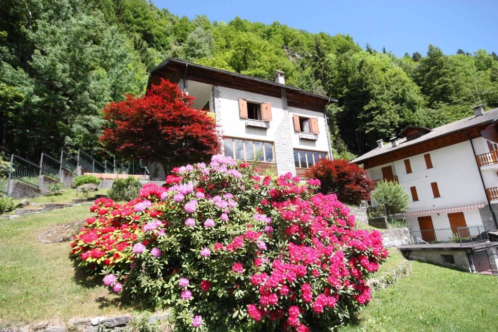 Villa in buone condizioni parzialmente arredato in vendita