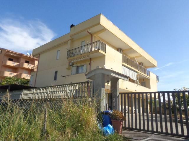 Appartamento in vendita a Riace, 4 locali, prezzo € 110.000 | CambioCasa.it