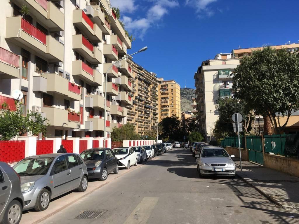 Ufficio-studio in Affitto a Palermo Centro: 2 locali, 68 mq