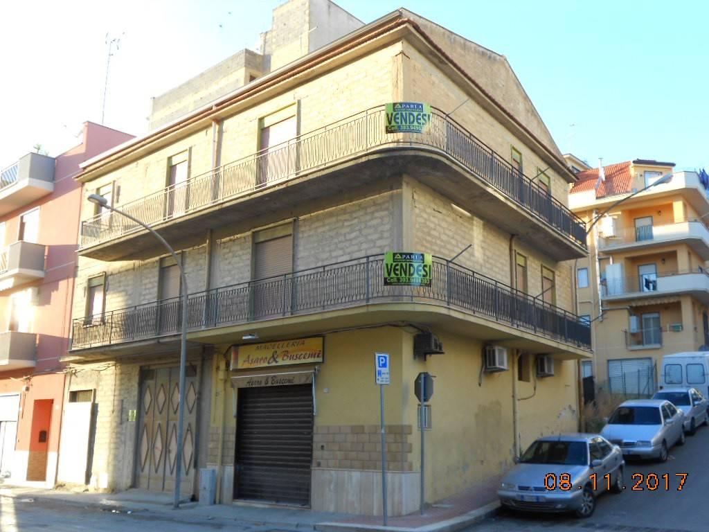 Stabile / Palazzo da ristrutturare in vendita Rif. 8719820