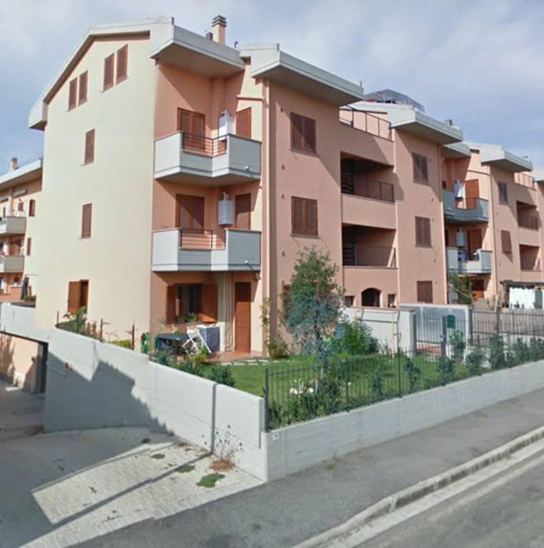 Appartamento in buone condizioni in vendita Rif. 9319471