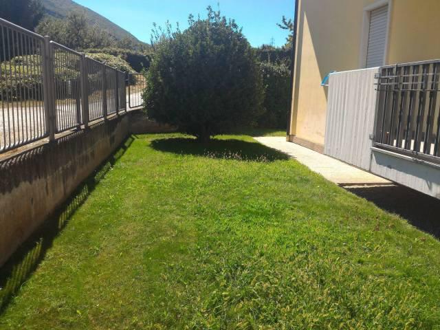 Appartamento in buone condizioni parzialmente arredato in vendita Rif. 5200179