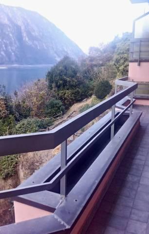 Appartamento in ottime condizioni parzialmente arredato in vendita Rif. 4404411