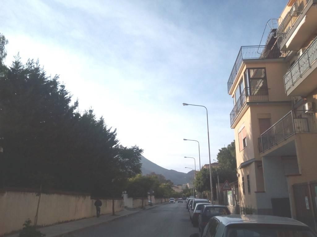 Appartamento in Vendita a Palermo Periferia: 5 locali, 105 mq