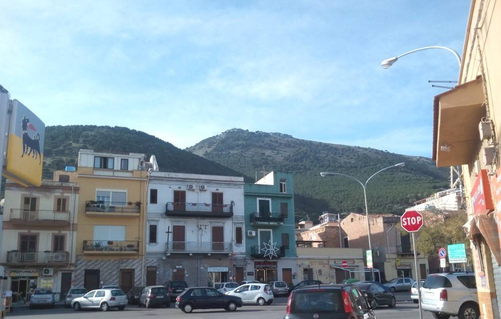 Appartamento in Vendita a Palermo Periferia Nord: 2 locali, 90 mq