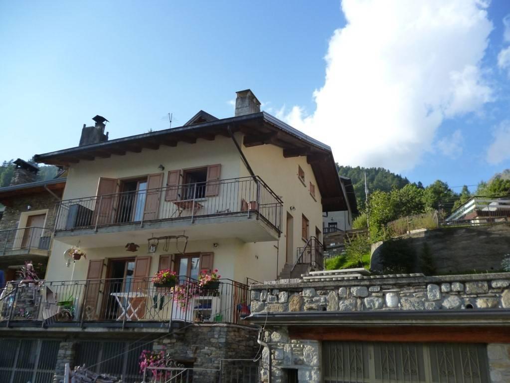 Attico / Mansarda in vendita a Ponte di Legno, 5 locali, Trattative riservate | PortaleAgenzieImmobiliari.it