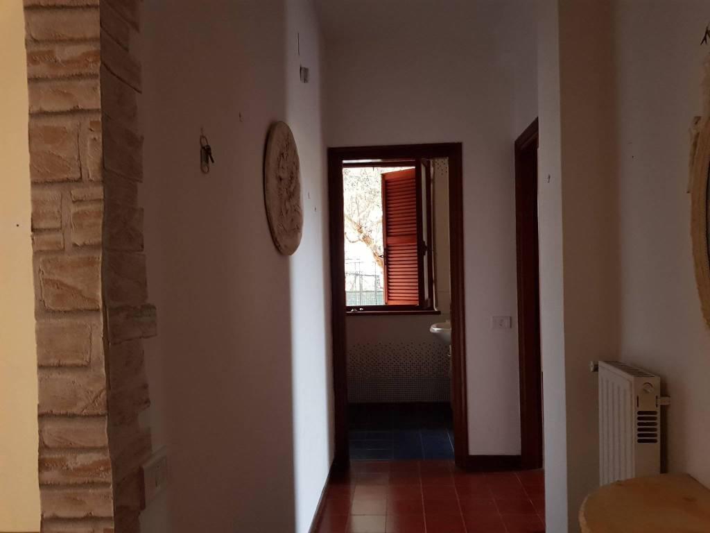 Appartamento in buone condizioni parzialmente arredato in vendita Rif. 7785378