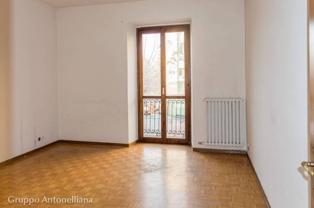 Ufficio-studio in Affitto a Torino Semicentro Sud: 5 locali, 130 mq
