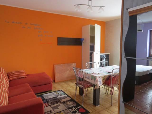 Appartamento in buone condizioni arredato in affitto Rif. 5212864