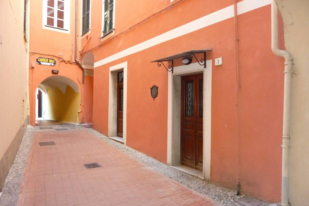 Appartamento in buone condizioni arredato in vendita Rif. 8651527