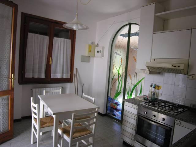 Villa in Vendita a Pontedera Periferia: 5 locali, 182 mq
