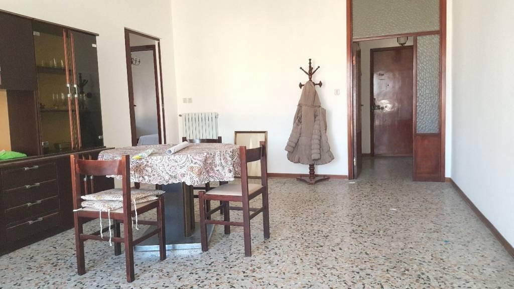 Appartamento da ristrutturare in vendita Rif. 8369686