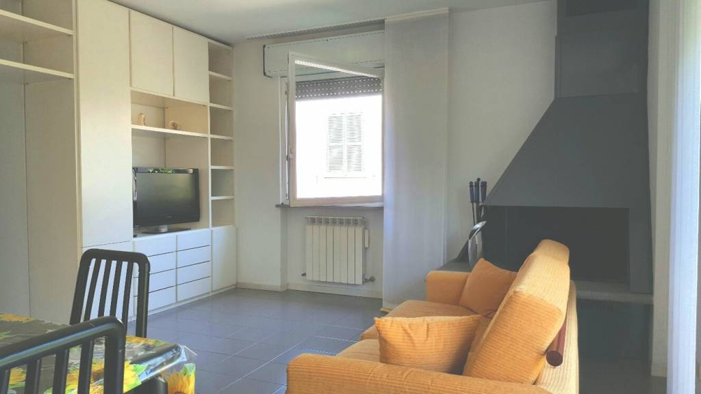 Appartamento in buone condizioni parzialmente arredato in vendita Rif. 8369687