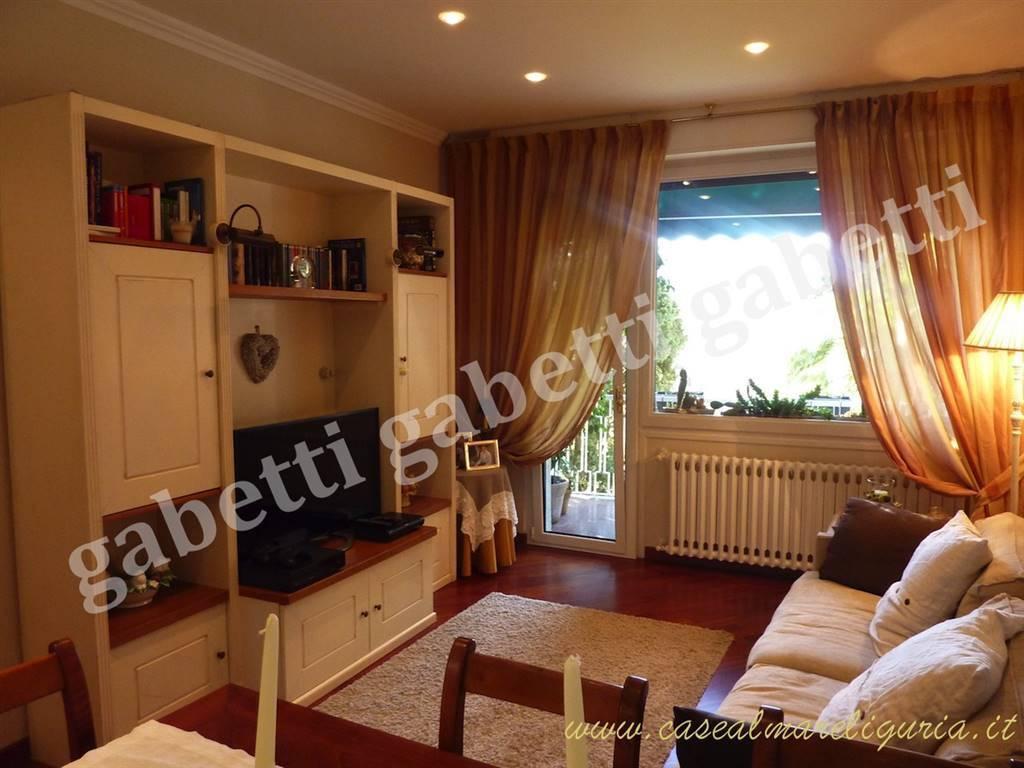 Appartamento in ottime condizioni parzialmente arredato in vendita Rif. 8651534
