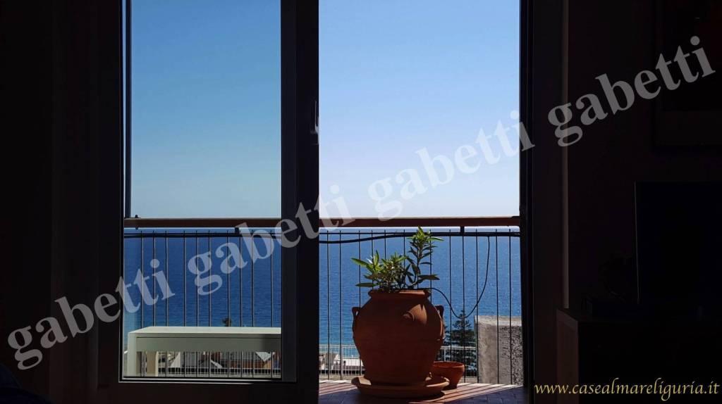 Appartamento in ottime condizioni in vendita Rif. 8651533