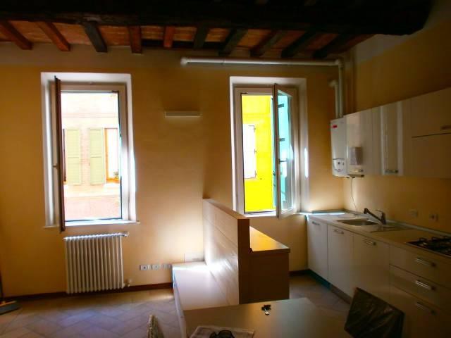 Appartamento in ottime condizioni arredato in affitto Rif. 7850396