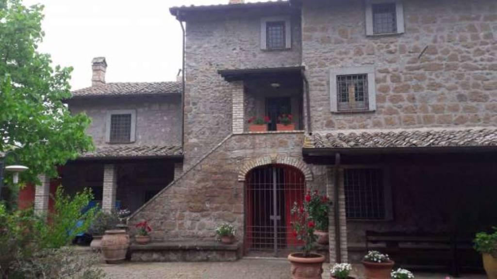 Rustico / Casale in vendita a Vetralla, 5 locali, prezzo € 550.000 | CambioCasa.it