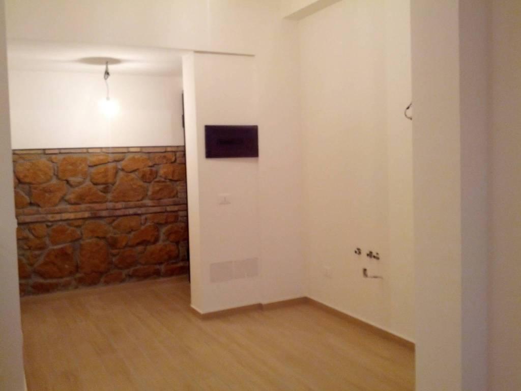 Appartamento in ottime condizioni in affitto Rif. 7421662