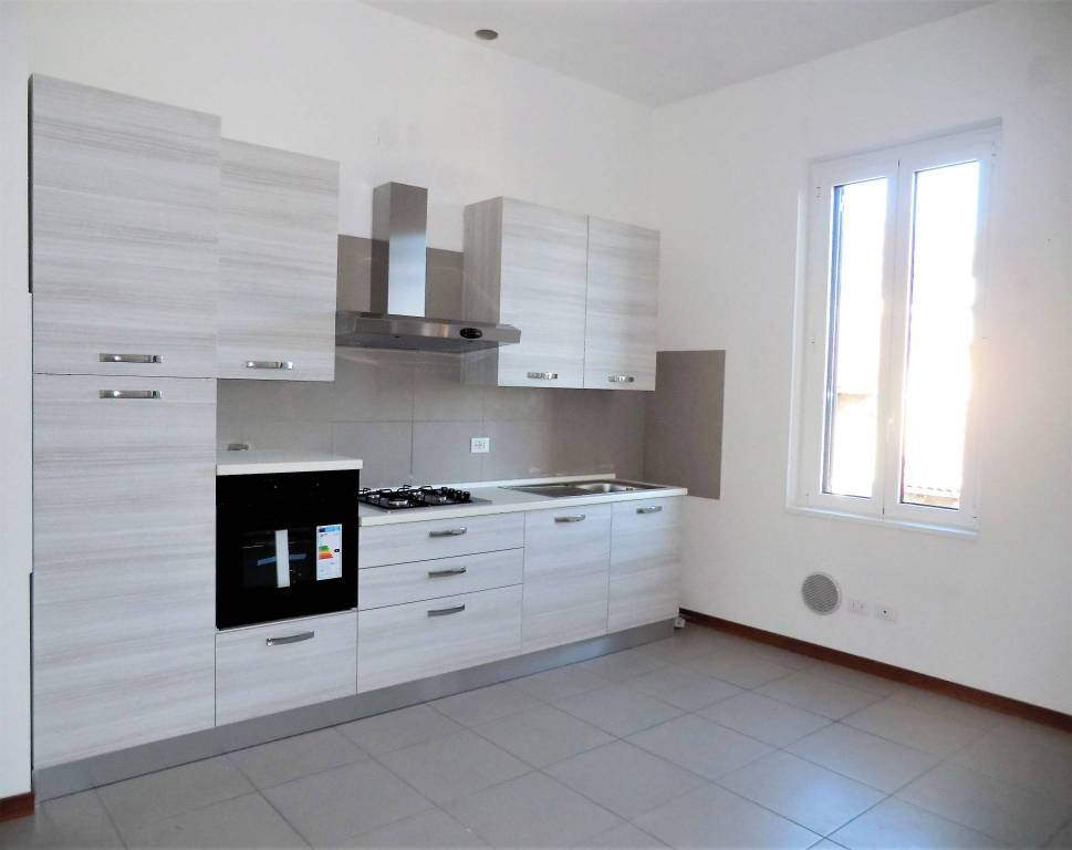 Appartamento in buone condizioni in affitto Rif. 7911598
