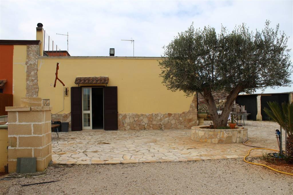Villa in Vendita a Sannicola Periferia: 4 locali, 110 mq