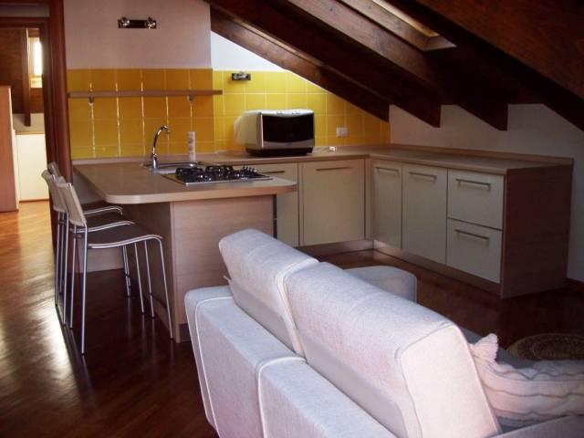 Appartamento in ottime condizioni arredato in vendita Rif. 5020680