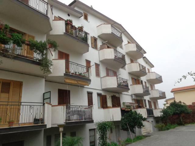 Appartamento in vendita a Roccella Ionica, 4 locali, prezzo € 150.000 | CambioCasa.it